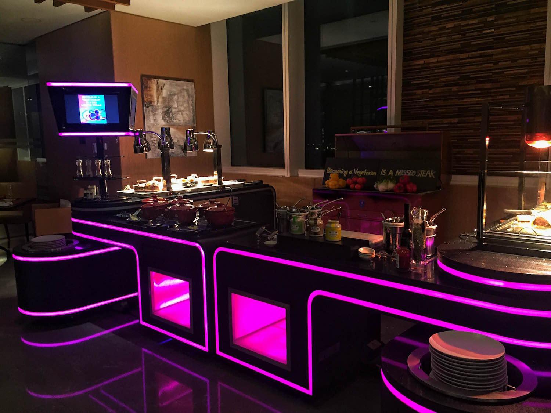 W Hotel Dubai   Packs Light