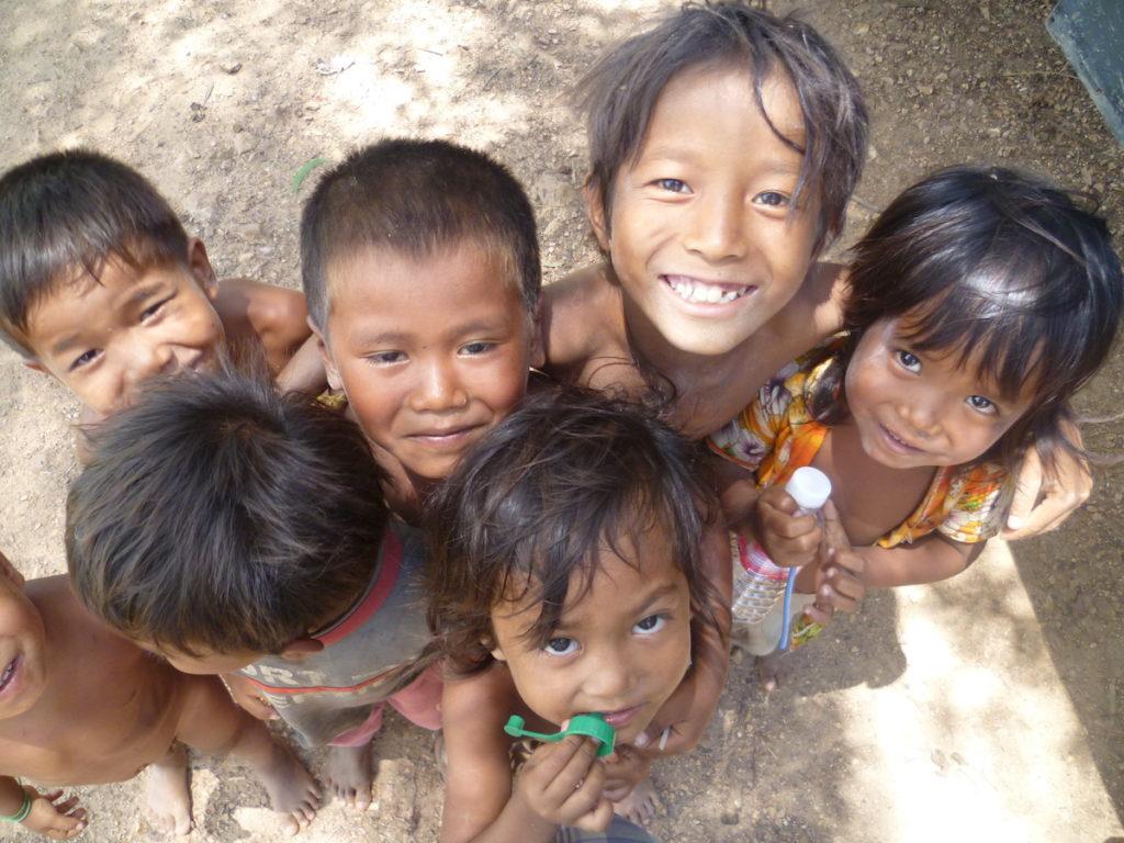 Kids in Camboadia Slums | Volunteer Millennial Story | Packs Light