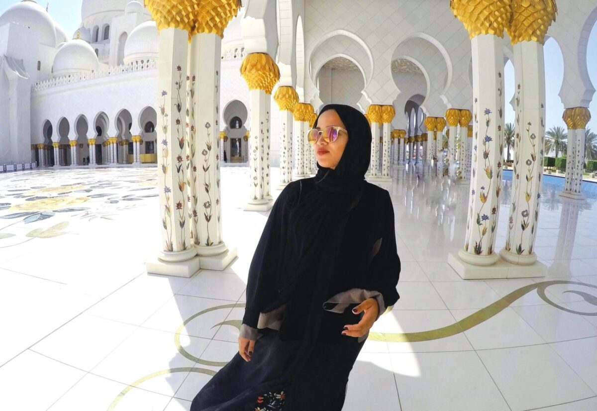 Sheikh Zayed Grand Mosque Abu Dhabi Dress in Dubai | Packs Light